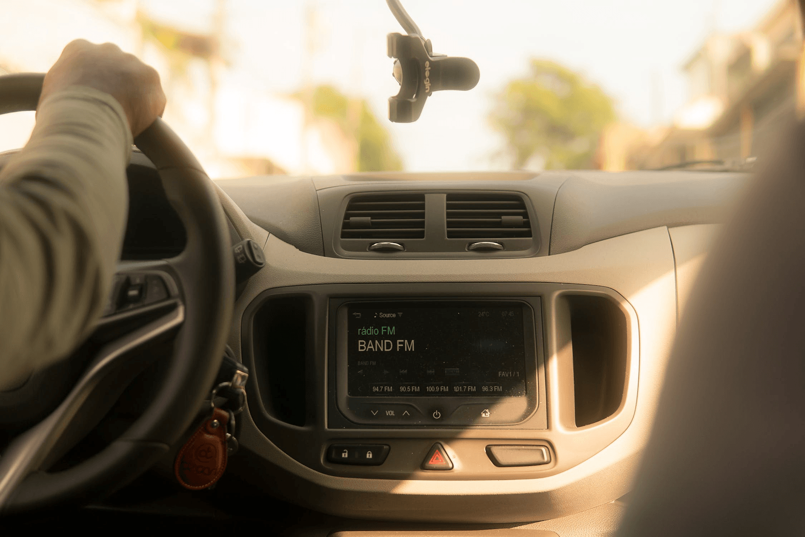 Safety Advice for Riding in Ubers, Lyfts, and Other Rideshares